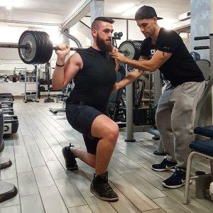 allenamento in palestra squat